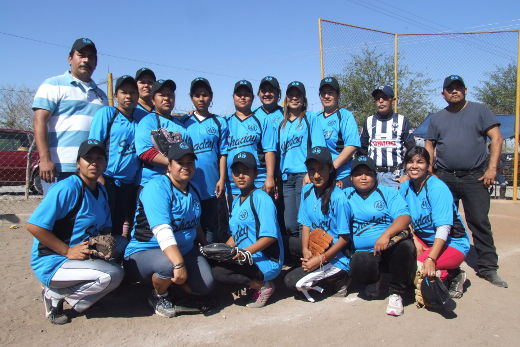 Equipo Shaday en el torneo de softbol femenil del Club Sertoma