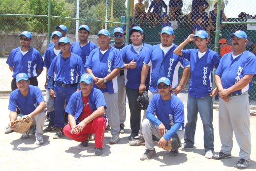 Equipo Novatos en el softbol dominical de Bellavista