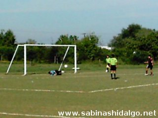 Penalty atajado por Ever Rendón